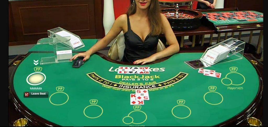 Çoklu BlackJack Oynama Masaları